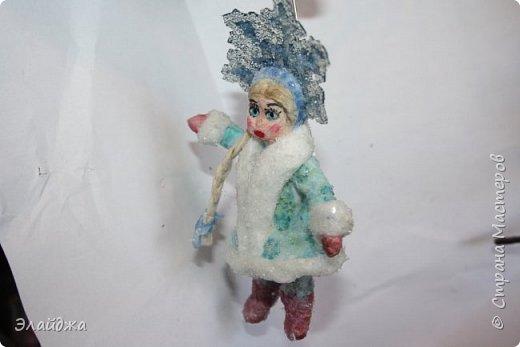 Привет ВСЕМ! Вот  на одном дыхании слепилась Снегурочка. Решила слепить кроху, с короной 11 см. В этот раз пришла  идея распечатать корону через цветной принтер на сухой салфетке.  фото 5