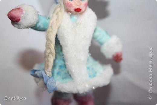 Привет ВСЕМ! Вот  на одном дыхании слепилась Снегурочка. Решила слепить кроху, с короной 11 см. В этот раз пришла  идея распечатать корону через цветной принтер на сухой салфетке.  фото 3