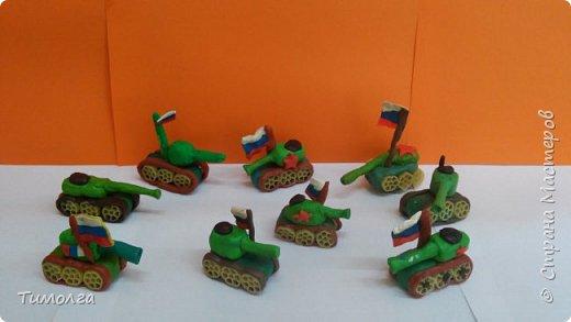 Танки, выполненные из пластилина. Идея работы взята у Натальи Карчава. фото 1