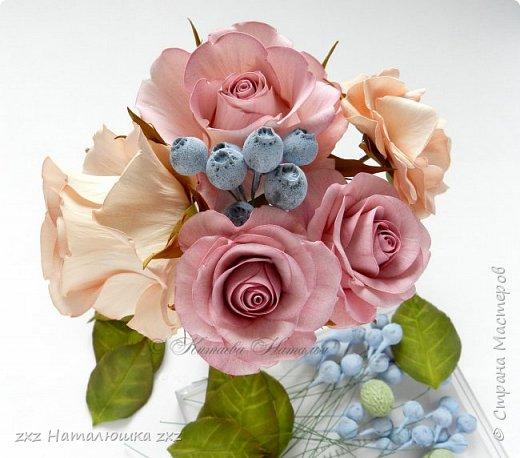 """Здравствуйте,дорогие Мастера и Мастерицы)!!Ох,как же давно я здесь не была...А за это время я,как и большинство)),успела """"заболеть"""" фоамираном))!!!И вот хочу показать вам свои розочки).Все розы сделаны из иранского фоамирана,тонировка масляной пастелью,стебли из полимерной глины,листья - фоамиран.Розочки делала по МК Александры Троицкой! фото 12"""
