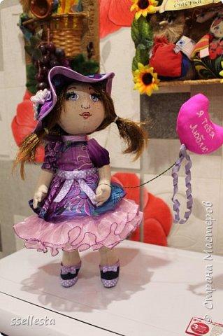 Любовалась я на куколок в интернете, а их там тьма тьмущая. И вот так захотелось что нибудь свое сотворить. Первый мой пробный вариант, надеюсь не последний, сейчас уже подумываю над подружкой для Лизы.  фото 1