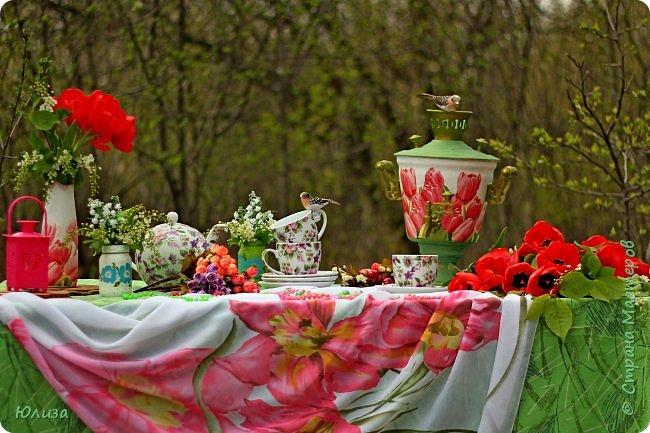 Пусть ваше утро будет добрым, а весна дарит маленькие радости.Приглашаю вас на чай)  Весенний чай☕ Утро. Слышны трели соловья Солнышко в окно ко мне стучится. Приглашает нас на чай весна, Самовар во всю уже дымится!  Ароматный и цветочный чай Разливает медленно по кружкам И со мной заводит разговор, Словно я ей лучшая подружка.  Одурманив нежной красотой Стала я счастливой на мгновенье! Я сегодня чай пила с весной  Чувствуя ее прикосновение! Юля Вегера  Фото Натальи Чередниченко