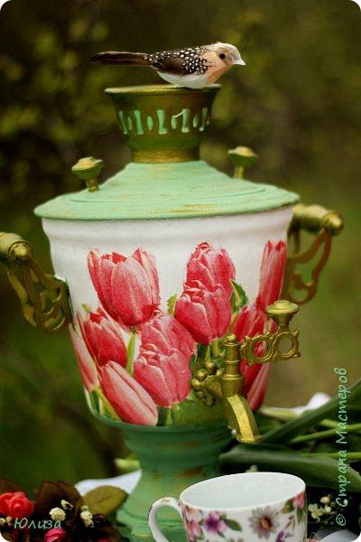 Пусть ваше утро будет добрым, а весна дарит маленькие радости.Приглашаю вас на чай)  Весенний чай☕ Утро. Слышны трели соловья Солнышко в окно ко мне стучится. Приглашает нас на чай весна, Самовар во всю уже дымится!  Ароматный и цветочный чай Разливает медленно по кружкам И со мной заводит разговор, Словно я ей лучшая подружка.  Одурманив нежной красотой Стала я счастливой на мгновенье! Я сегодня чай пила с весной  Чувствуя ее прикосновение! Юля Вегера  Фото Натальи Чередниченко фото 3