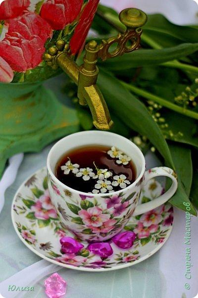 Пусть ваше утро будет добрым, а весна дарит маленькие радости.Приглашаю вас на чай)  Весенний чай☕ Утро. Слышны трели соловья Солнышко в окно ко мне стучится. Приглашает нас на чай весна, Самовар во всю уже дымится!  Ароматный и цветочный чай Разливает медленно по кружкам И со мной заводит разговор, Словно я ей лучшая подружка.  Одурманив нежной красотой Стала я счастливой на мгновенье! Я сегодня чай пила с весной  Чувствуя ее прикосновение! Юля Вегера  Фото Натальи Чередниченко фото 4