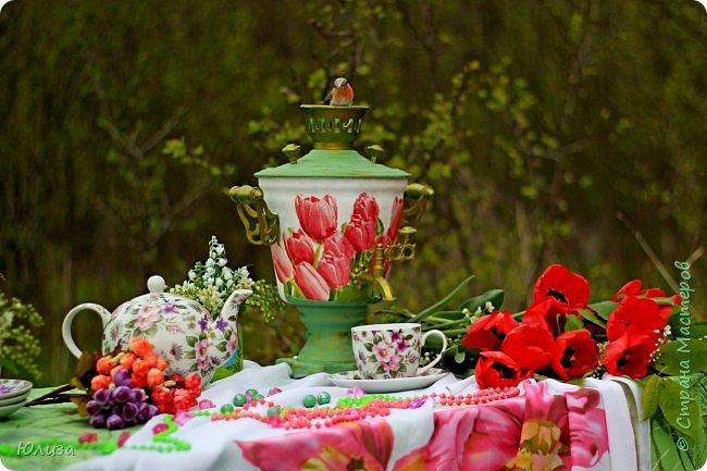 Пусть ваше утро будет добрым, а весна дарит маленькие радости.Приглашаю вас на чай)  Весенний чай☕ Утро. Слышны трели соловья Солнышко в окно ко мне стучится. Приглашает нас на чай весна, Самовар во всю уже дымится!  Ароматный и цветочный чай Разливает медленно по кружкам И со мной заводит разговор, Словно я ей лучшая подружка.  Одурманив нежной красотой Стала я счастливой на мгновенье! Я сегодня чай пила с весной  Чувствуя ее прикосновение! Юля Вегера  Фото Натальи Чередниченко фото 5