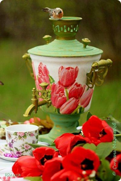 Пусть ваше утро будет добрым, а весна дарит маленькие радости.Приглашаю вас на чай)  Весенний чай☕ Утро. Слышны трели соловья Солнышко в окно ко мне стучится. Приглашает нас на чай весна, Самовар во всю уже дымится!  Ароматный и цветочный чай Разливает медленно по кружкам И со мной заводит разговор, Словно я ей лучшая подружка.  Одурманив нежной красотой Стала я счастливой на мгновенье! Я сегодня чай пила с весной  Чувствуя ее прикосновение! Юля Вегера  Фото Натальи Чередниченко фото 9