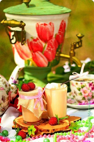 Пусть ваше утро будет добрым, а весна дарит маленькие радости.Приглашаю вас на чай)  Весенний чай☕ Утро. Слышны трели соловья Солнышко в окно ко мне стучится. Приглашает нас на чай весна, Самовар во всю уже дымится!  Ароматный и цветочный чай Разливает медленно по кружкам И со мной заводит разговор, Словно я ей лучшая подружка.  Одурманив нежной красотой Стала я счастливой на мгновенье! Я сегодня чай пила с весной  Чувствуя ее прикосновение! Юля Вегера  Фото Натальи Чередниченко фото 10