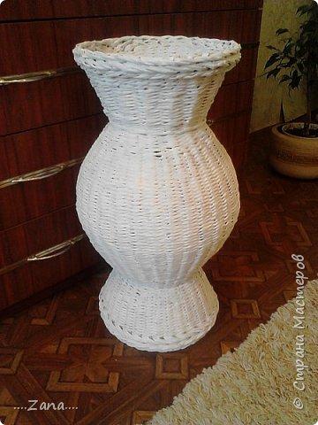 попросили сплести напольную вазу,похожую на те,что плела ранее.но,так как плету очень редко,волновалась,что получится.а повторяться не хотелось.создалась немного другая ваза,судить вам,как получилась.надеюсь заказчику понравится. фото 12