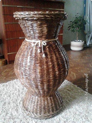 попросили сплести напольную вазу,похожую на те,что плела ранее.но,так как плету очень редко,волновалась,что получится.а повторяться не хотелось.создалась немного другая ваза,судить вам,как получилась.надеюсь заказчику понравится. фото 14