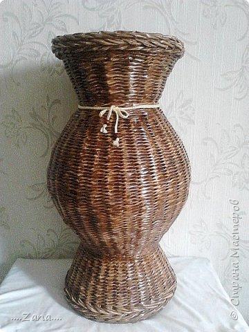 попросили сплести напольную вазу,похожую на те,что плела ранее.но,так как плету очень редко,волновалась,что получится.а повторяться не хотелось.создалась немного другая ваза,судить вам,как получилась.надеюсь заказчику понравится. фото 17