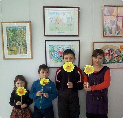 Солнышки на шпажках украшают цветочные горшки. фото 12