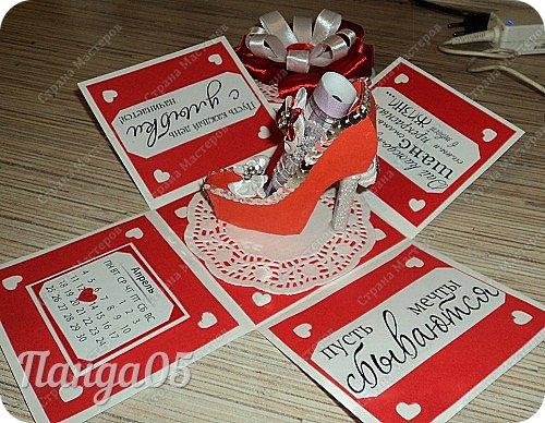 """Продолжают у меня выпекаться коробочки,как горячие пирожки))  Заказ для 15летней девочки.Думала я,думала...Вспомнила фильм """"Ночь перед Рождеством"""",как Оксана требовала от Вакулы """"черевички,которые сама царица носит!""""(с) И вот они,собственно,те самые черевички царские))) фото 21"""