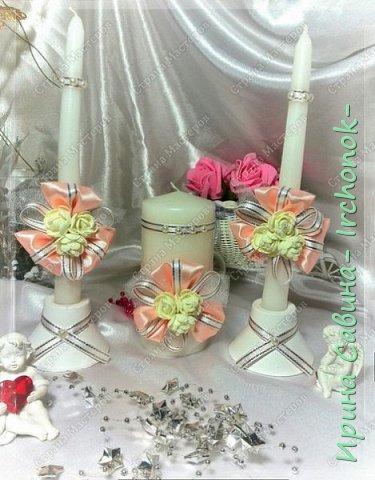Вот вдохновилась желанием невесты и сделала желаемое для нее В набор входдят: очаг из 3-х свечей,бокалы,оформленные бутылочки,замочек и подушечка для колец фото 2
