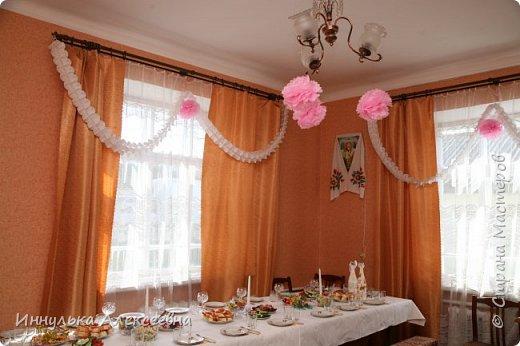 Украшали комнату единичкой и воздушными шарами с гелием фото 5