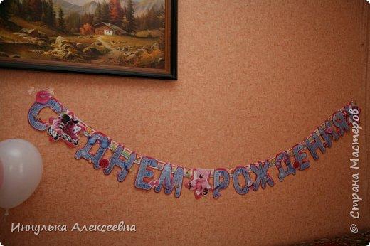 Украшали комнату единичкой и воздушными шарами с гелием фото 6