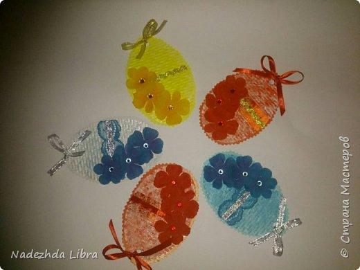 Бумага с тиснением, кружево, ленты, стразы, цветы из ткани. фото 7