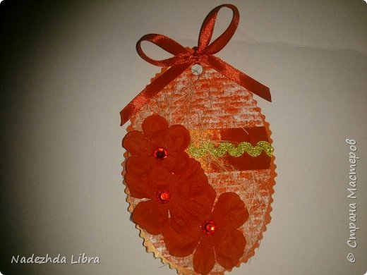 Бумага с тиснением, кружево, ленты, стразы, цветы из ткани. фото 3