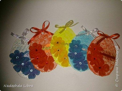 Бумага с тиснением, кружево, ленты, стразы, цветы из ткани. фото 1