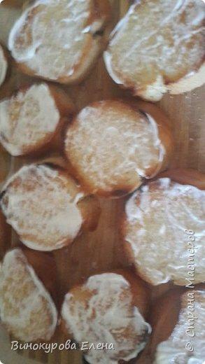 Здравствуйте,дорогие мастерицы! Хочу предложить рецепт очень простых,но очень вкусных бутербродов!  Нам понадобится:        1. Длинный батон. 2.4-5 яиц(сварить). 3.2-3 сырых морковки. 4.Чеснок,растительное масло,майонез. 5. Зелень(листья салата,укроп,зелёный лук,петрушка) 6.Мелкая соль.       фото 3