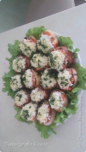 Здравствуйте,дорогие мастерицы! Хочу предложить рецепт очень простых,но очень вкусных бутербродов!  Нам понадобится:        1. Длинный батон. 2.4-5 яиц(сварить). 3.2-3 сырых морковки. 4.Чеснок,растительное масло,майонез. 5. Зелень(листья салата,укроп,зелёный лук,петрушка) 6.Мелкая соль.       фото 8