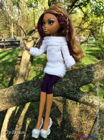 Вот такой простой и ужасно милый свитерочек связался, из всех кукол симпатичнее всего сидит на Клодинке - эффектно из-за ее шоколадной кожи. Вообще люблю фотографировать эту девочку, всегда фотографии получаются. На днях покажу еще фотосессию с оранжевым ярким свитерком. фото 9