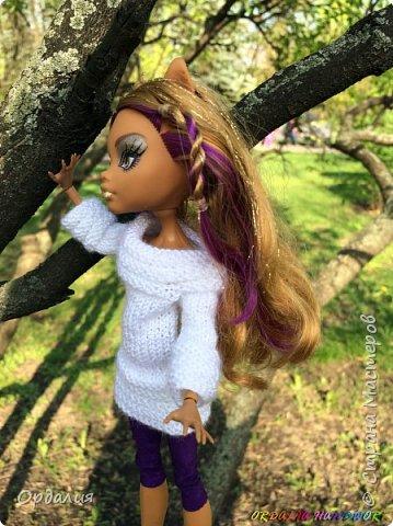 Вот такой простой и ужасно милый свитерочек связался, из всех кукол симпатичнее всего сидит на Клодинке - эффектно из-за ее шоколадной кожи. Вообще люблю фотографировать эту девочку, всегда фотографии получаются. На днях покажу еще фотосессию с оранжевым ярким свитерком. фото 7