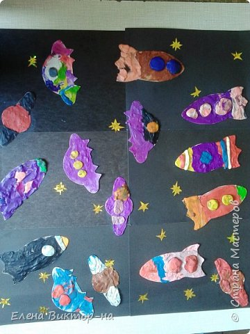 В космосе так здорово! Звёзды и планеты В чёрной невесомости Медленно плывут!  В космосе так здорово! Острые ракеты На огромной скорости Мчатся там и тут!  (О. Ахметова) фото 11