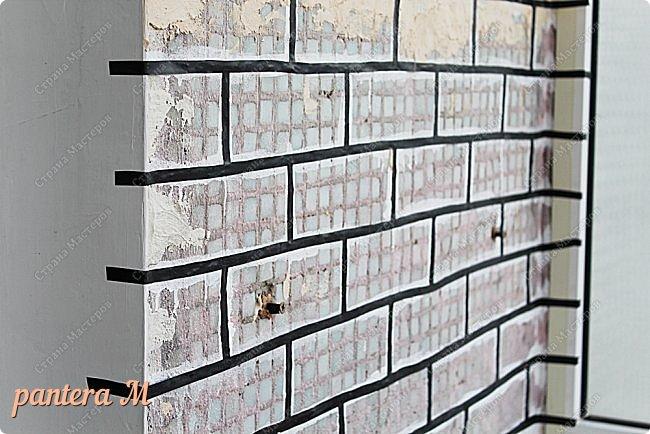 Добрый вечер, Страна! Давно уже была задумка переделать стены на балконе под кирпич.  В интернете много материала  пересмотрела и это очень помогло в дальнейшей работе. Материалы: -изолента -шпатлёвка полимерная для наружных работ --грунтовка цемент-контакт -колер(беж, коричневый).  фото 5