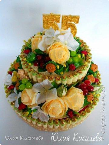 Торт из конфет на юбилей. Конфеты Roshen Konafetto, в розочках АВК Трюфель Оригинальный. фото 3
