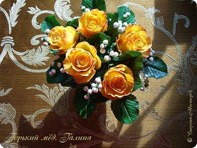 Всем доброго времени суток!) Сегодня я с очередными розами, фотографий много). Хотелось показать со всех ракурсов очередные творения очумелых ручек)  Белая роза. На самом деле она не совсем белая, добавила к белилам совсем капельку лимонно-желтого для еле заметного оттенка. Если лепить только с белилами получается не естественный цвет. Общая высота примерно 58 см, форма бутона - полураскрытый.  фото 37