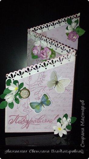"""Наконец-то открытка, сделанная без спешки. Все цветочки - натуральный hand-made :-) Цвет бумаги довольно точно передан - холодный грязновато-розовый. Размер 9х13 Кое-где на листочках видны капельки, это не неаккуратность, это так задумано. Давно мечтала попробовать жидкие стеклянные капли, в реале результат весьма натуралистичный, хорошо смотрится. (Еще бы, треть флакона на эксперименты и """"набить руку"""" - и все в порядке :-)) фото 1"""