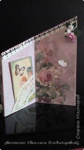 """Наконец-то открытка, сделанная без спешки. Все цветочки - натуральный hand-made :-) Цвет бумаги довольно точно передан - холодный грязновато-розовый. Размер 9х13 Кое-где на листочках видны капельки, это не неаккуратность, это так задумано. Давно мечтала попробовать жидкие стеклянные капли, в реале результат весьма натуралистичный, хорошо смотрится. (Еще бы, треть флакона на эксперименты и """"набить руку"""" - и все в порядке :-)) фото 4"""