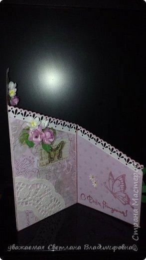 """Наконец-то открытка, сделанная без спешки. Все цветочки - натуральный hand-made :-) Цвет бумаги довольно точно передан - холодный грязновато-розовый. Размер 9х13 Кое-где на листочках видны капельки, это не неаккуратность, это так задумано. Давно мечтала попробовать жидкие стеклянные капли, в реале результат весьма натуралистичный, хорошо смотрится. (Еще бы, треть флакона на эксперименты и """"набить руку"""" - и все в порядке :-)) фото 5"""