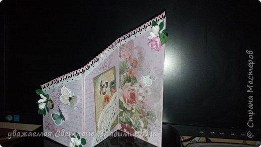 """Наконец-то открытка, сделанная без спешки. Все цветочки - натуральный hand-made :-) Цвет бумаги довольно точно передан - холодный грязновато-розовый. Размер 9х13 Кое-где на листочках видны капельки, это не неаккуратность, это так задумано. Давно мечтала попробовать жидкие стеклянные капли, в реале результат весьма натуралистичный, хорошо смотрится. (Еще бы, треть флакона на эксперименты и """"набить руку"""" - и все в порядке :-)) фото 7"""