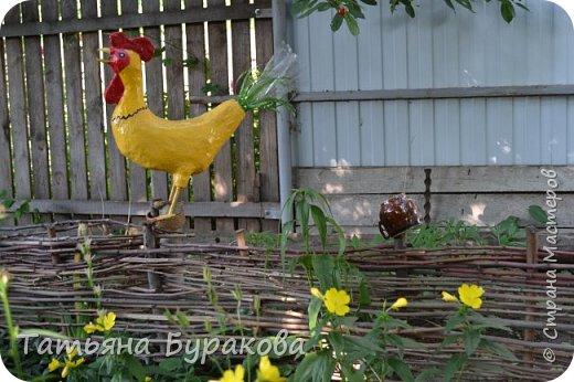 Приветствую всех, кто зашел ко мне в гости. Хочу показать Вам сказочный уголок в нашем дворе. Все фигурки сделаны моей мамой за два летних сезона. Приятного просмотра. фото 14