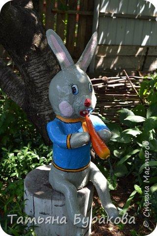 Приветствую всех, кто зашел ко мне в гости. Хочу показать Вам сказочный уголок в нашем дворе. Все фигурки сделаны моей мамой за два летних сезона. Приятного просмотра. фото 8