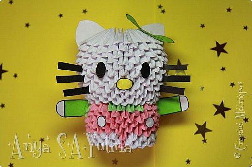 Здравствуйте) Сейчас я вам расскажу и покажу, как делать эту Hello Kitty техникой модульное оригами. Чтобы посмотреть урок, спуститесь чуть ниже по странице:) фото 2