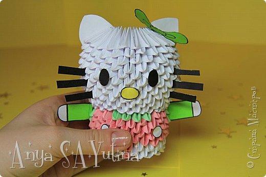 Здравствуйте) Сейчас я вам расскажу и покажу, как делать эту Hello Kitty техникой модульное оригами. Чтобы посмотреть урок, спуститесь чуть ниже по странице:) фото 3