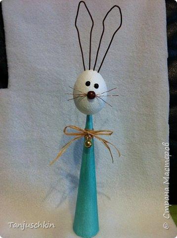Добрый вечер,всем! Представляю моего зайчишку,хотя ростиком он совсем не маленький,целых 30 сантиметров)))) В основе конус из картона,пенопластовое яйцо и проволока(уши и усы) фото 3