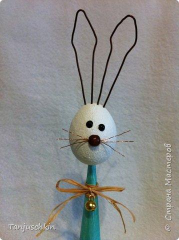 Добрый вечер,всем! Представляю моего зайчишку,хотя ростиком он совсем не маленький,целых 30 сантиметров)))) В основе конус из картона,пенопластовое яйцо и проволока(уши и усы) фото 1