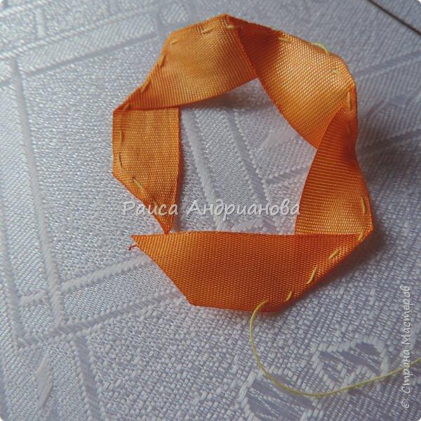 На ваш суд представляю свою новую работу.   Понадобится: ткань основная, подкладочная, синтепон, лента(ширина 1-1,3см) двух цветов, бусинки, нитки. фото 6