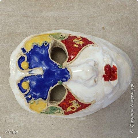 моя первая работа: Венецианская маска. Впервые работала с глиной, слепила маску,ну а потом идея создать и красиво ее оформить. Много подглядела у других мастериц, которые оформляли свои маски .Вот что у меня вышло фото 4