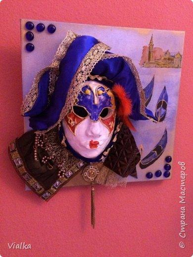 моя первая работа: Венецианская маска. Впервые работала с глиной, слепила маску,ну а потом идея создать и красиво ее оформить. Много подглядела у других мастериц, которые оформляли свои маски .Вот что у меня вышло фото 7