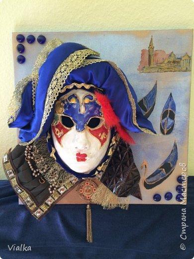 моя первая работа: Венецианская маска. Впервые работала с глиной, слепила маску,ну а потом идея создать и красиво ее оформить. Много подглядела у других мастериц, которые оформляли свои маски .Вот что у меня вышло фото 1