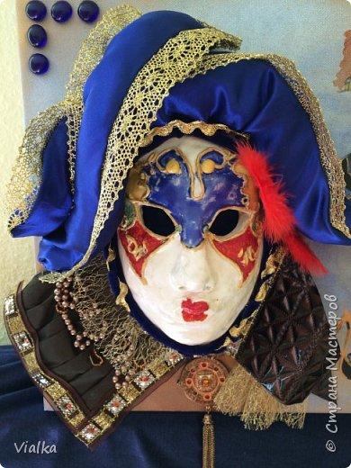 моя первая работа: Венецианская маска. Впервые работала с глиной, слепила маску,ну а потом идея создать и красиво ее оформить. Много подглядела у других мастериц, которые оформляли свои маски .Вот что у меня вышло фото 10