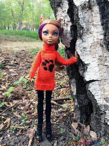 Самая благодарная из моделей -а их у меня 26 штук) Как ни поверни - фото удаётся. Сегодня у нас на фотосессии яркий оранжевый свитер с рисунком. фото 6
