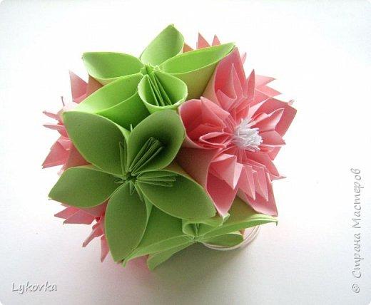 Всем доброго времени суток! Очень рада всем заглянувшим в гости! Букетик у меня сегодня не совсем обычный, каждый цветок это вариация классической цветочной  кусудамы Mio Tsugawa.  фото 16