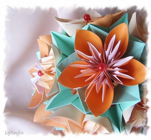 Всем доброго времени суток! Очень рада всем заглянувшим в гости! Букетик у меня сегодня не совсем обычный, каждый цветок это вариация классической цветочной  кусудамы Mio Tsugawa.  фото 12