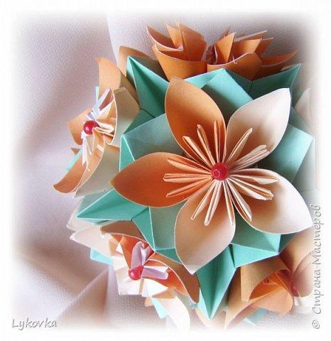 Всем доброго времени суток! Очень рада всем заглянувшим в гости! Букетик у меня сегодня не совсем обычный, каждый цветок это вариация классической цветочной  кусудамы Mio Tsugawa.  фото 3