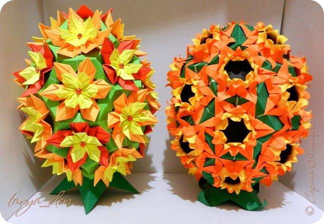 """Всем привет!  Хочу поделится идеей к наступающему празднику Пасхи. В том году к празднику в детский сад нужно было сделать поделки. В долгих поисках и раздумьях были сделаны не обычные """"крашенки"""". Идея основы-яйца взята вот отсюда http://www.instructables.com/id/Origami-Egg/ Цветы Томоко Фусе, бумага офисная, размер треугольника 7 см делала по мастер классу http://stranamasterov.ru/node/370793?c=favorite, очень удобно. 96 модулей на основу плюс 8 для подставки. Цветы тоже из офисной бумаги, размер 5 см * 5 см и 3,5 см * 3,5 см, количество 16 цветов по 6 лепестков, 8 цветов по 5 лепестков и 1 цветок 4 лепестка всего 140 лепестков для больших цветов и 140 для маленьких, всего 384 модуля. На втором яйце цветы подсолнуха, цветы сделаны из шестиугольников, размер бумаги для шестиугольника 16 см * 16 см и 15 см * 15 см. Из  книге С. Соколовой «Бумажные цветы, букеты, кусудамы». Всего 25 цветов подсолнуха. К сожалению более подробных фото """"крашенки"""" с подсолнухами нет. фото 1"""
